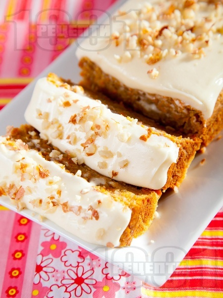 Морковен кейк с бяла глазура от крем сирене и сметана - снимка на рецептата